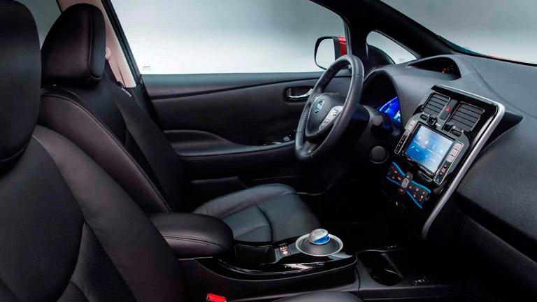 Nissan Leaf vs Renault Zoe - Nissan Leaf