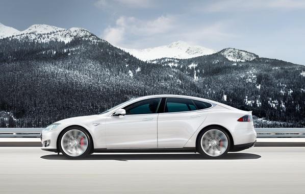 Tesla Model S bianca
