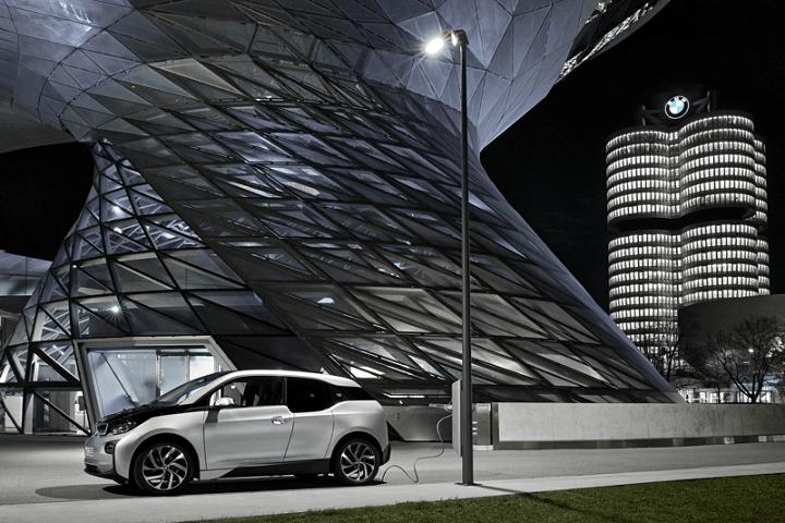 BMW Light & Charge