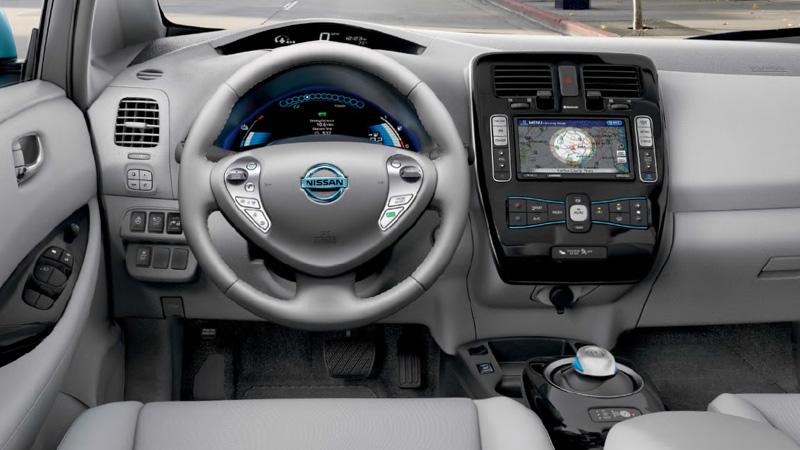 auto elettrica Leaf interni