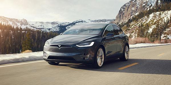 Aggiornamenti Tesla Marzo 2016 - Tesla Model X su strada