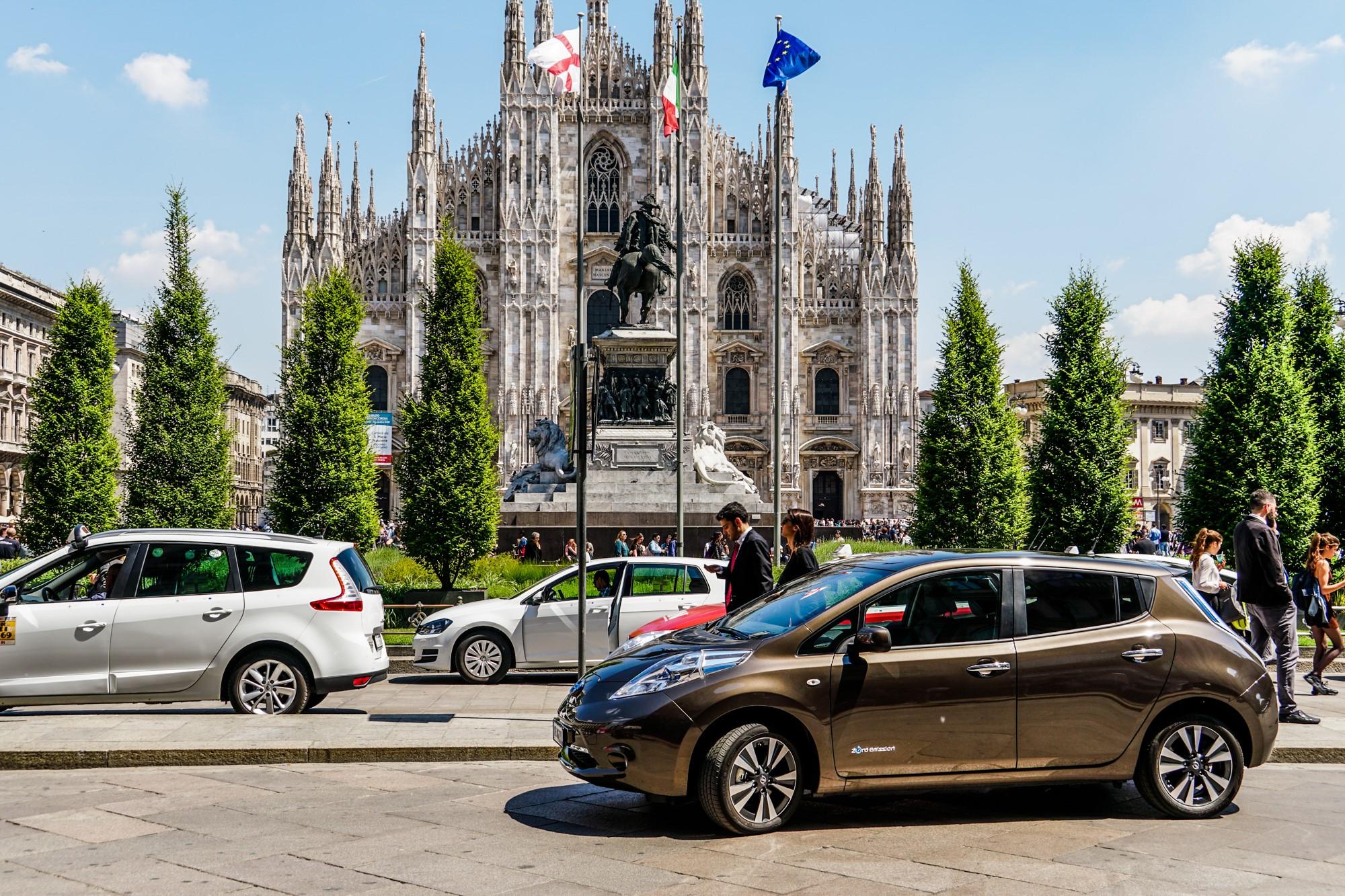 Nissan elettrizza Milano Duomo e LEAF