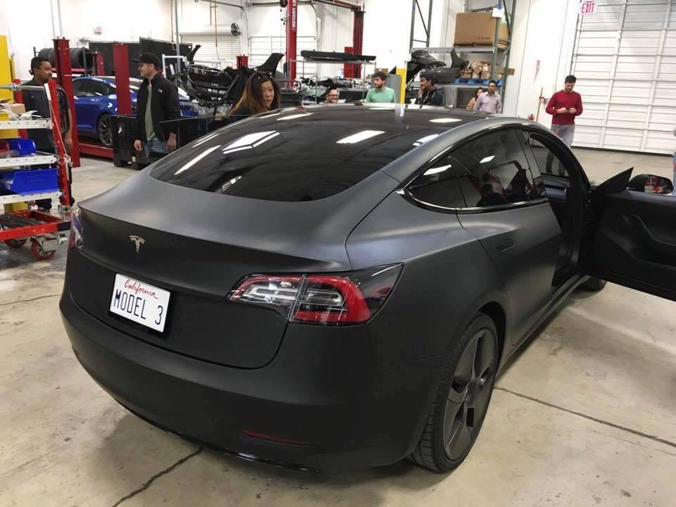 tesla-model-3-black-matte-3