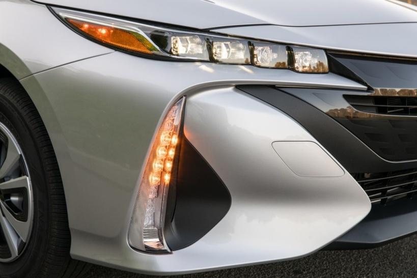 Toyota Prius plug-in - Fari anteriori
