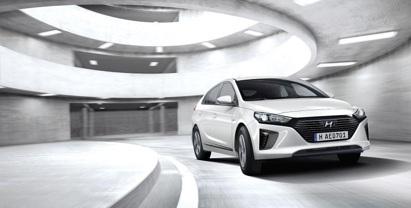 Toyota Prius plug-in - Hyundai Ioniq elettrica